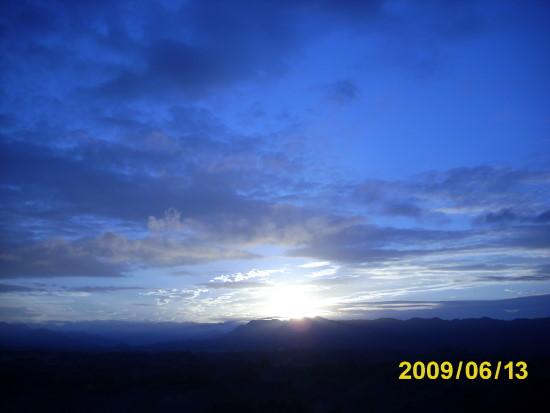 用鎢絲燈〈白平衡〉的另類天空.jpg