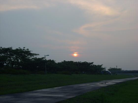 夕陽露臉即時拍下.jpg