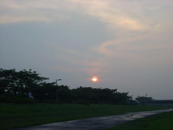 提防上的夕陽.jpg
