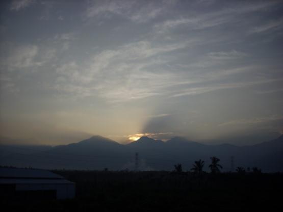 從屏東老家看日出.jpg