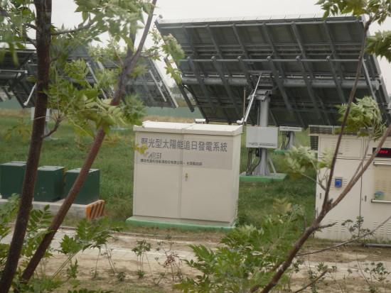 尖端科技追日太陽能光電板.jpg