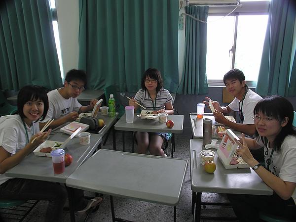午餐時間留影~2