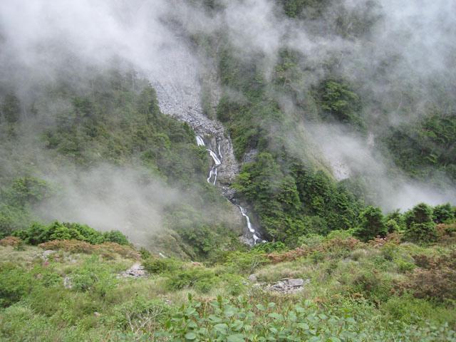 a24山巒與薄霧.JPG