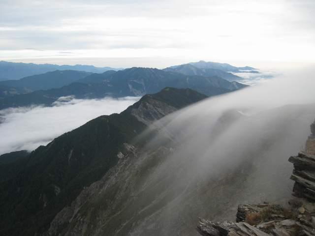 a24山巒薄雲.JPG