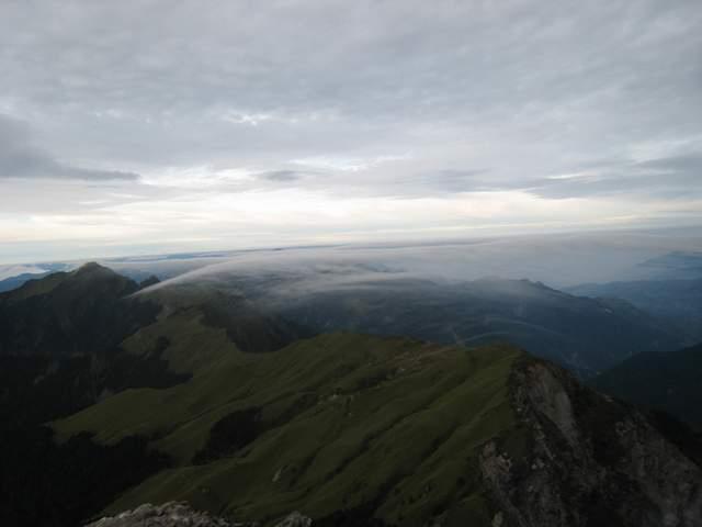 a25山巒薄雲.JPG