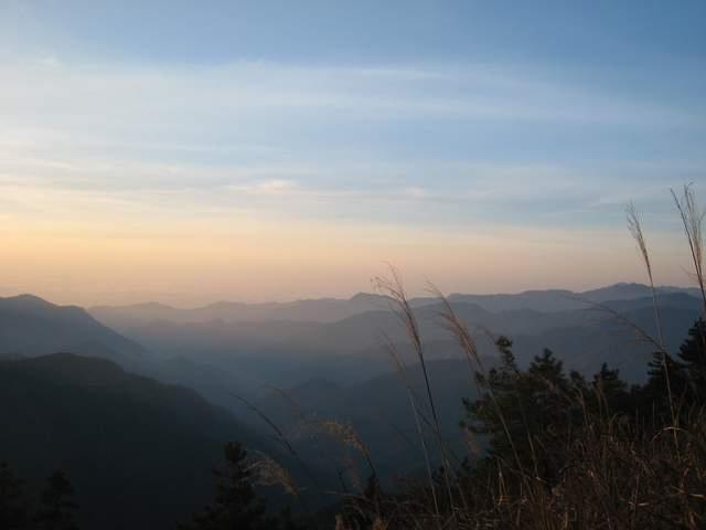 a47美麗的山巒.JPG