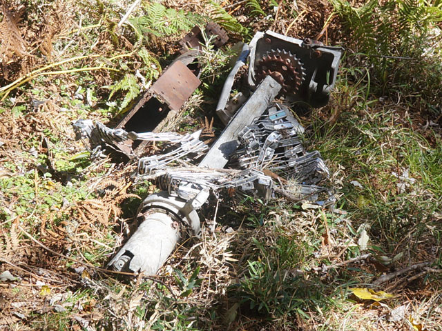 a18飛機殘骸.JPG