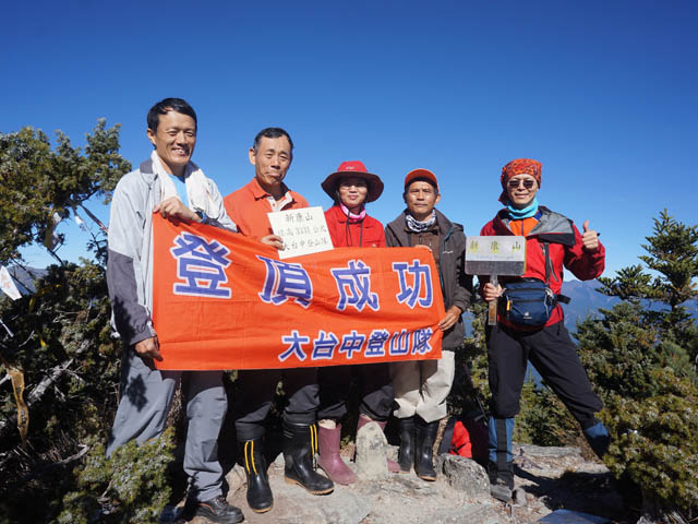 a42登頂新康山.JPG