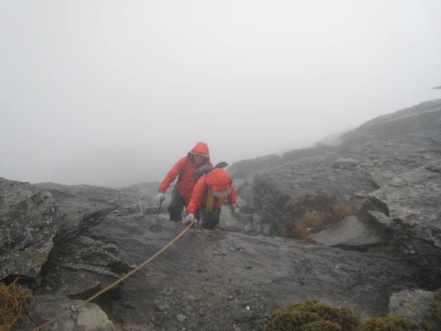 a09登頂中央尖山.JPG
