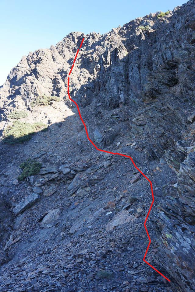 a54稜線岩壁.JPG