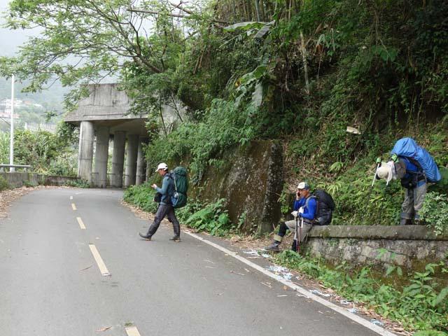 a65登山口接馬路.JPG