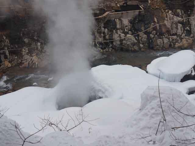 a36溫泉噴口.JPG