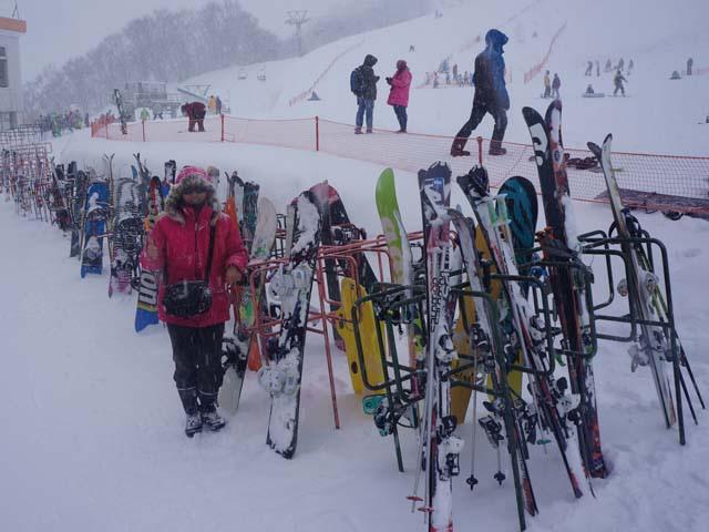 a05與各路滑雪好手的裝備拍照.JPG
