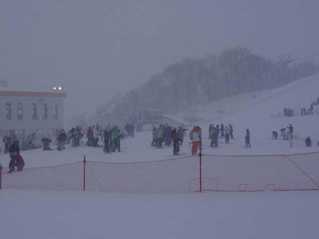 a06滑雪的遊客.JPG