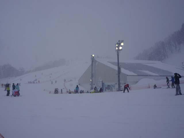 a07滑雪的遊客.JPG