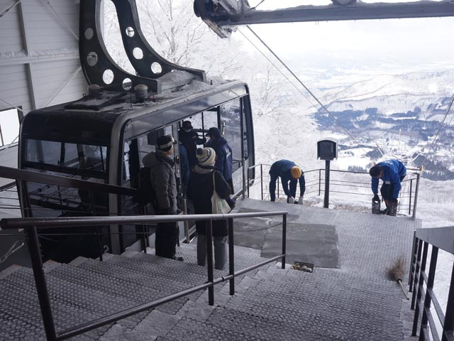 a25山頂站下纜車.JPG