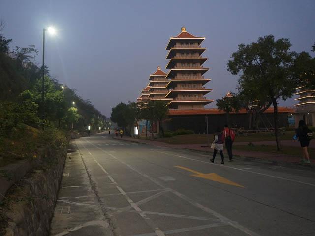 a12馬拉松跑道的夜景.JPG
