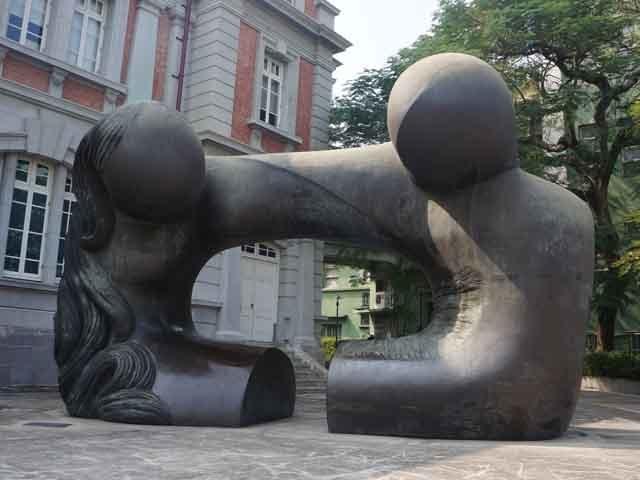 a39文學館外之石雕.JPG