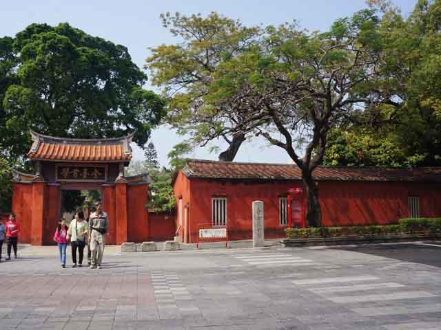 a56孔廟商圈看孔廟.JPG