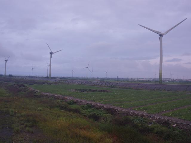 a16橋上看風車.JPG