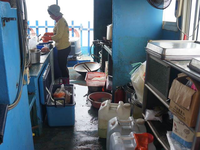 a12船上廚房.JPG