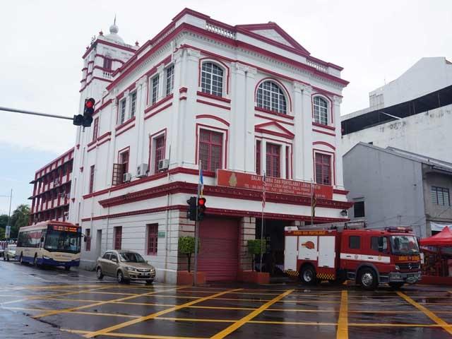 a33紅白色的消防隊.JPG