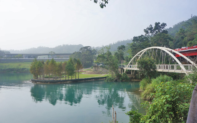 a30遠觀向山遊客中心與同心橋.JPG