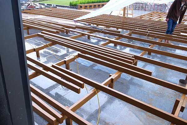 頂樓A區上平台架骨料-1.JPG