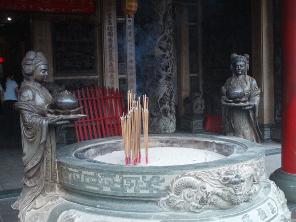 慈惠總堂前香爐