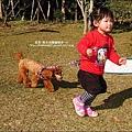 2010-0119-Yuki2Y1M會牽狗跑步.jpg