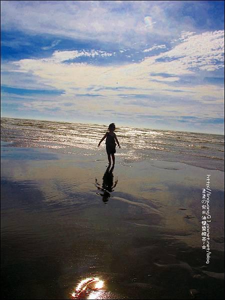 2011-0607-竹北-新月沙灘-施巴防曬乳 (16).jpg