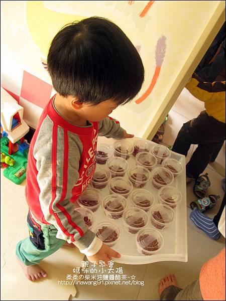 媽咪小太陽親子聚會-2010-1220-植物染草莓 (2).jpg
