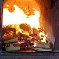 2011-0606-紫南宮-紙錢自己會燒.jpg