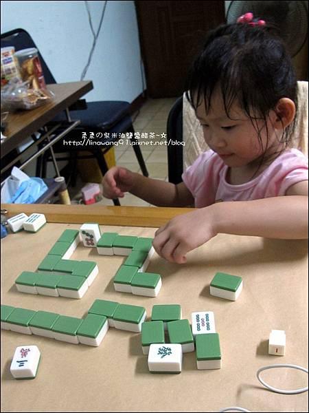2011-0603-Yuki 3Y5M-蝸牛走迷宮 (3).jpg