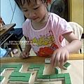 2011-0603-Yuki 3Y5M-蝸牛走迷宮 (6).jpg
