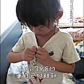2011-0918-Yuki-3Y8M-自己扣鈕釦.jpg