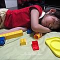 2011-0501-Yuki-3Y4M-收玩具收到睡著 (1).jpg