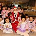 2011-1222-欣蕾出現聖誕老公公.jpg
