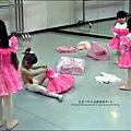 2011-1227-欣蕾第二次試穿表演衣服 (1).jpg