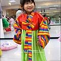 2011-1220-欣蕾第一次試穿表演衣服(1).jpg