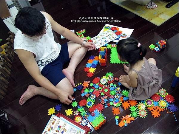 2011-0708-Yuki 3Y6M-會轉動的積木 (10).jpg