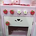 2011-1225-Yuki 4歲生日禮物-Mother Garden 木製玩具大草莓粉紅廚房組 (4)