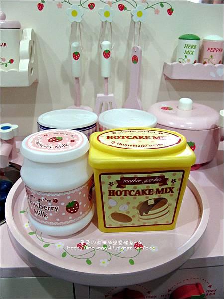 2011-1225-Yuki 4歲生日禮物-Mother Garden 木製玩具大草莓粉紅廚房組 (6)