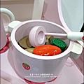 2011-1225-Yuki 4歲生日禮物-Mother Garden 木製玩具大草莓粉紅廚房組 (8)