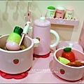 2011-1225-Yuki 4歲生日禮物-Mother Garden 木製玩具大草莓粉紅廚房組 (10)