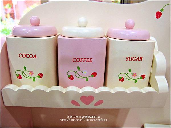 2011-1225-Yuki 4歲生日禮物-Mother Garden 木製玩具大草莓粉紅廚房組 (12)