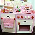 2011-1225-Yuki 4歲生日禮物-Mother Garden 木製玩具大草莓粉紅廚房組 (14)