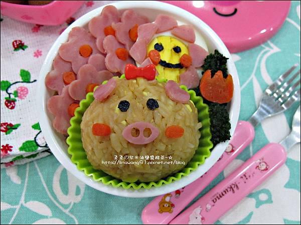 2012-0801-Yuki 4Y7M-豬小妹可愛造型便當 (5)