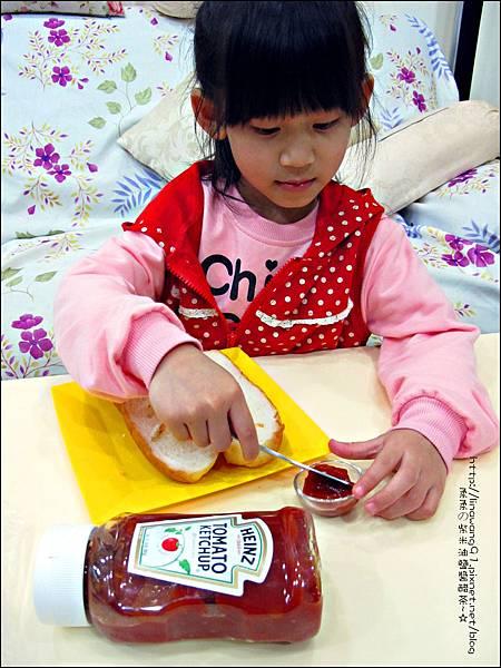 2012-1202-亨式番茄醬-小雞熱狗披蕯 (4)