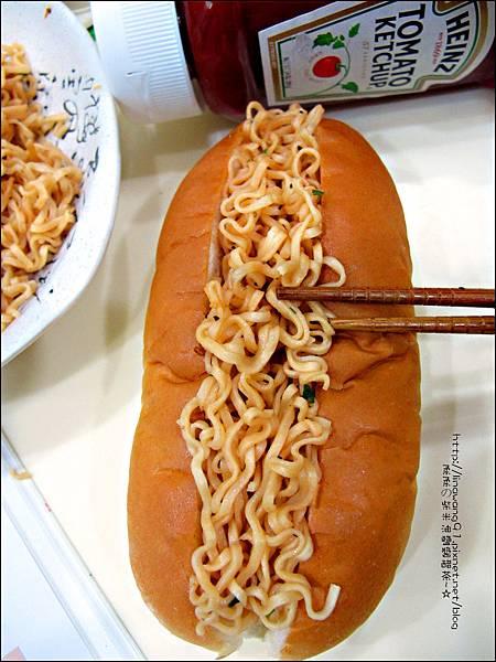 2012-1202-亨式番茄醬-蜜蜂拌麵大亨堡 (9)